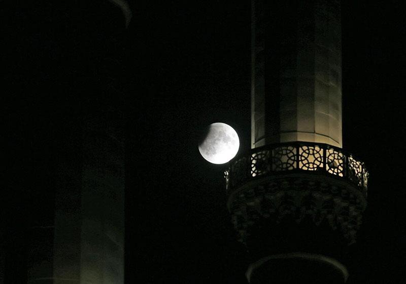 'Parçalı ay tutulması' göründü, husuf namazı kılındı 1