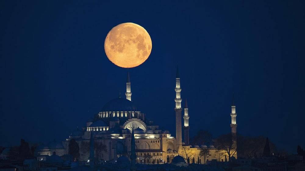 İstanbul'da dolunay tefekkürü 1