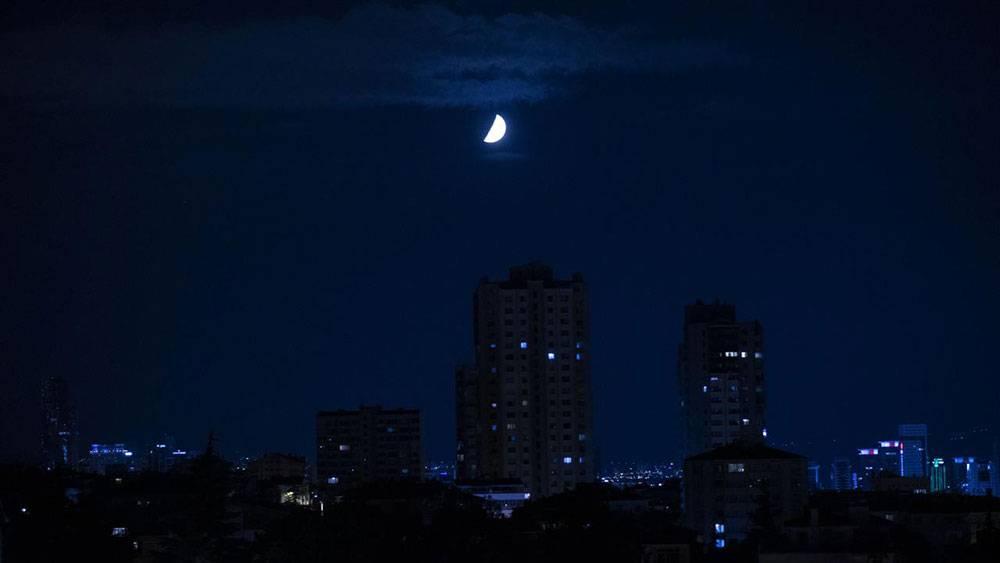Ankara gecesi yarım ay ile aydınlandı 1