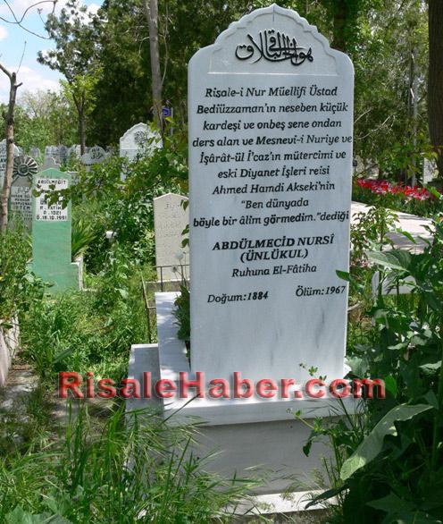 Abdulmecid Nursi'nin kabri 11