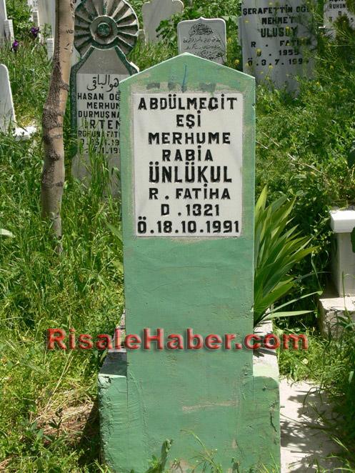 Abdulmecid Nursi'nin kabri 12