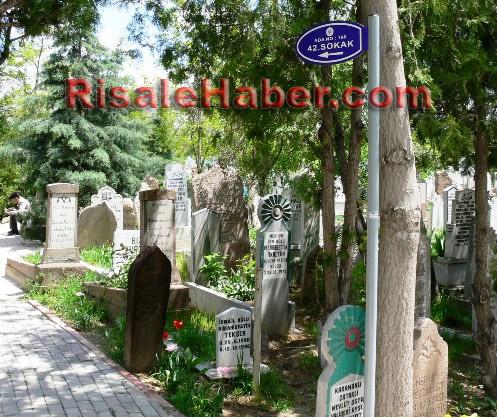 Abdulmecid Nursi'nin kabri 7