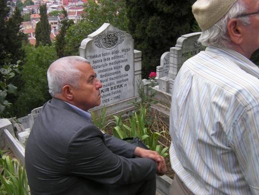 Bekir Berk ağabey mezarı başında yad edildi 17