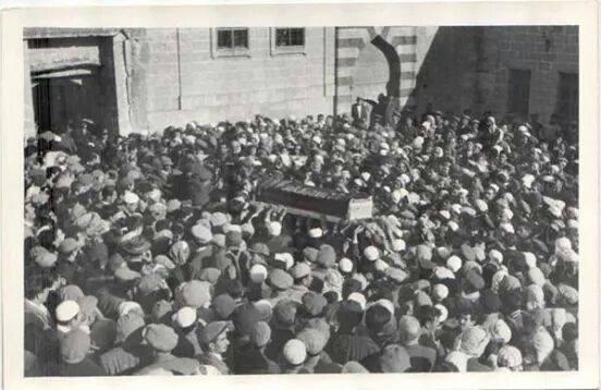Said Nursi'nin bilinmeyen cenaze fotoğrafları 1