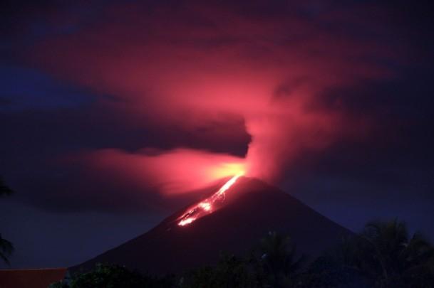 Soputan Yanardağı'nda patlama 1