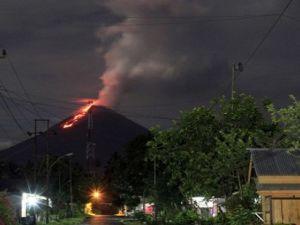 Soputan Yanardağı'nda patlama