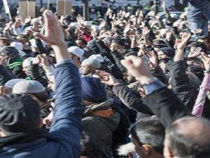 Londralı Müslümanlar Hz. Peygambere sahip çıktı