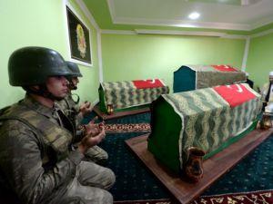 Askerler dua ediyor! Elhamdülillah!