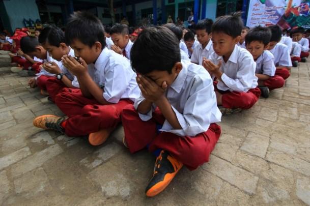 Endonezyalı öğrenciler Rohingya Müslümanları için dua etti 1
