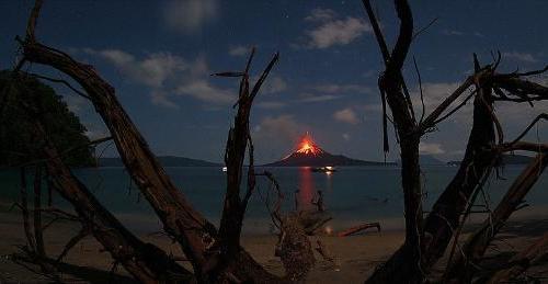 Krakatoa yanardağı patladı 1