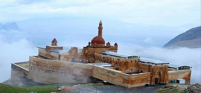 İshak Paşa Sarayı Camii 100 yıl sonra ibadete açıldı 1