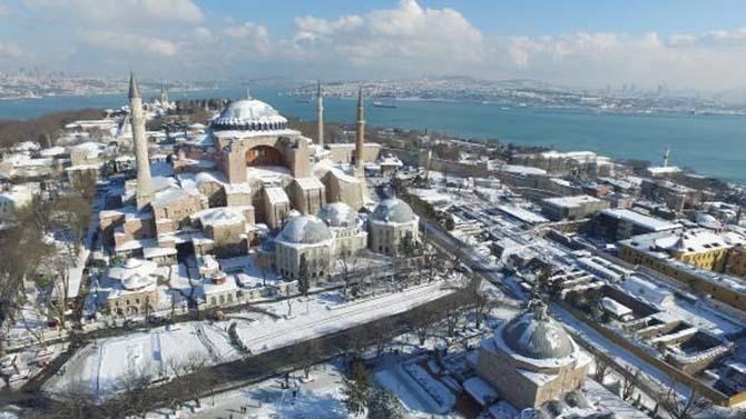 Beyaz rahmete bürünen İstanbul ve Camileri 1