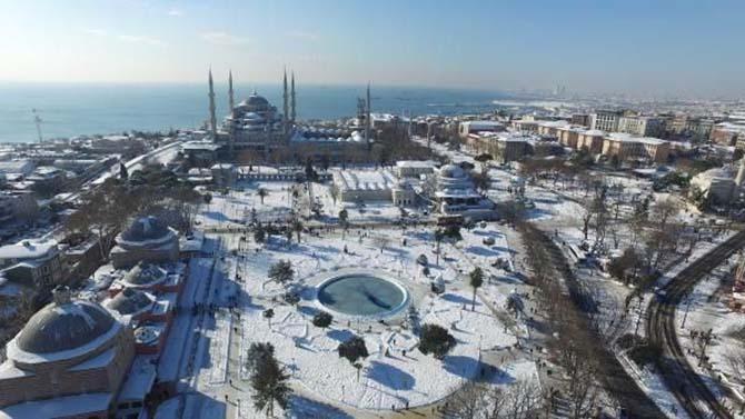 Beyaz rahmete bürünen İstanbul ve Camileri 23