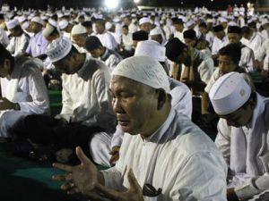 Endonezyalı Müslümanlar dünya barışı için dua etti