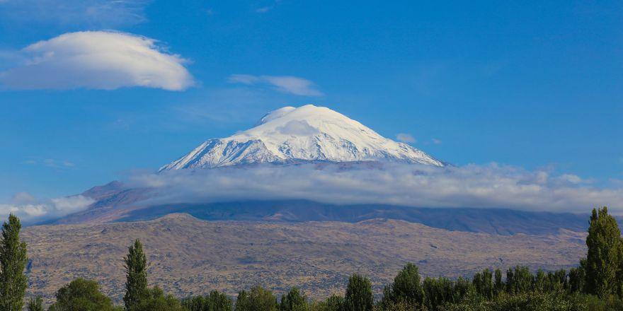 Ağrı Dağı'na yılın ilk karı yağdırıldı