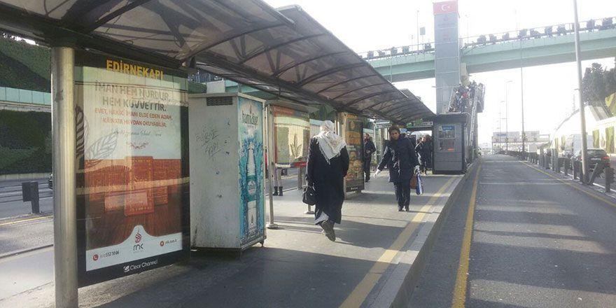 Risale-i Nur ilanları İstanbul metrobüs duraklarında