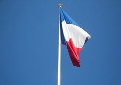 Fransa'da seçimlerin ilk turunu Sarkozy kazandı