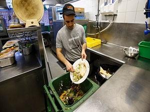 Avrupa'da yılda 22 milyon ton yiyecek çöpe atılıyor