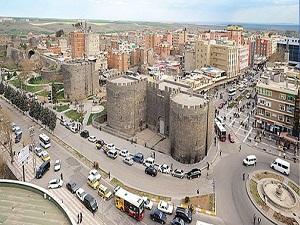 Çözüm süreci ile Diyarbakır'a büyük ilgi