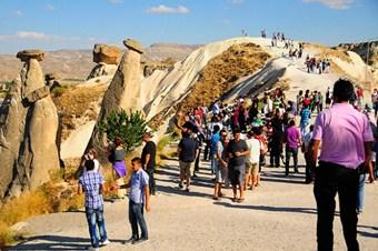 İki ayda 2,4 milyon turist geldi