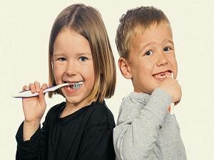 Süt dişlerinin bakımına önem verin