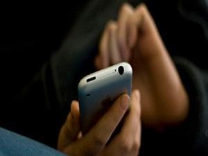 Hamileler uzun süre cep telefonu ile konuşmamalı