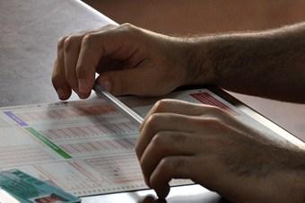 Üniversite sınavında dereceye girene 2 bin lira  burs