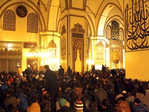 Yeni yılın ilk sabah namazında Ulu Cami doldu taştı