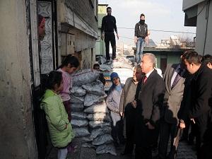 Suriyeli 7 bin 500 aileye, kömür dağıtıldı