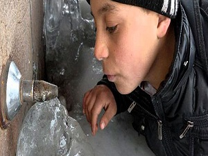 Erzurum'da çeşmeler buz tuttu!