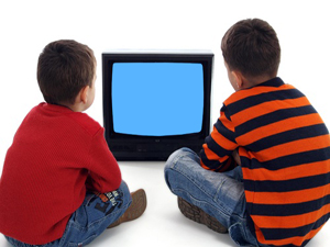 Çocukların  televizyon ve bilgisayarla geçireceği süre belirlenmeli