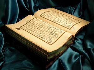 Kur'an'ı Arapça bir lisân ile kalbine indirmiştir