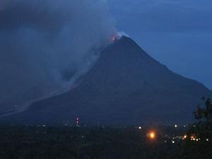 Sinabung Yanardağı tehlikesi büyüyor