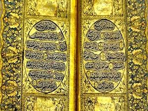 Cami için altın işlemeli Kur'an bağışladı
