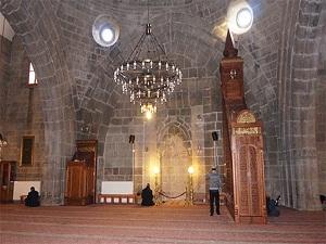 Erzurum'daki camilerde kıble yanlış iddiası