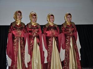 Kozan'da bayan hafızlar 'taç' giydi