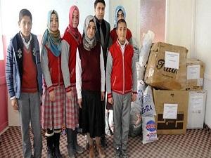 Suriyeli çocuklara giysi yardımı