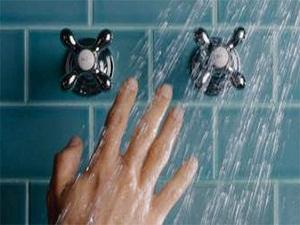 Sıcak suyla çok sık banyo yapmak cildi kurutuyor