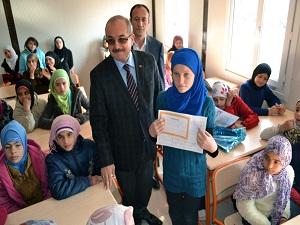 4 bin 200 Suriyeli öğrenci de karne sevinci yaşadı
