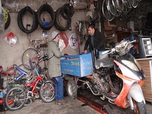 Engelliler için engel tanımayan motosiklet icat etti