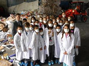 Çocuklar atıklarla yolculuğu üniversitede öğrendi