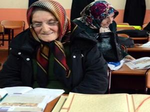 66 yaşındaki Fatma nine imam hatipte okuyor