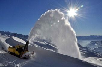 Kar köy yollarını kapattı