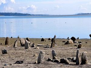 Baraj çekilince mezarlık ortaya çıktı