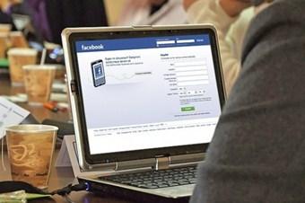 Facebook reklamdan 2,3 milyar dolar kazandı