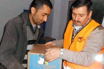 Kimse Yok Mu Derneği'nden 30 aileye yardım