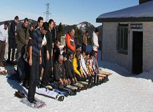 Uludağ'da kar üzerinde cuma namazı