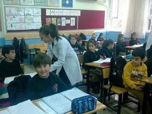 Diş Hekimliği Fakültesi öğrencileri, ilkokullarda ağız hijyeni eğitimi veriyor