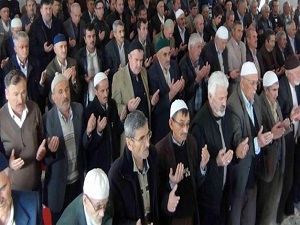 Kütahya'da 2 bin kişi yağmur duasına çıktı