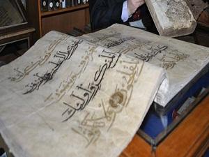 Bu kütüphanedeki tarihi eserleri deve kuşu koruyor